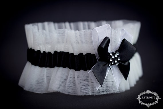 Beautiful wedding garter bridal garter ivory tulle garter for Garter under wedding dress