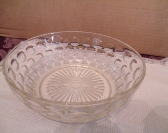 Vintage Clear Glass Bowl with Pattern on it