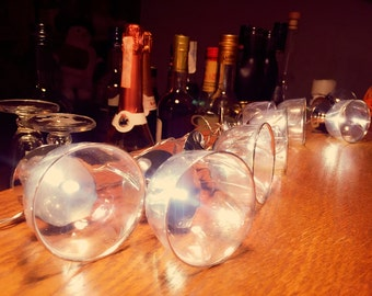 Light chain with cocktail glasses