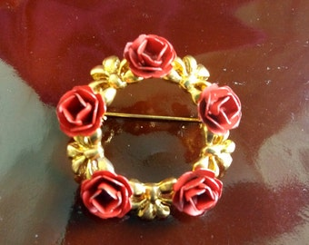 Vintage circle brooch, a ring of red roses and golden bows