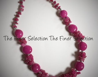 glass beaded necklace in magenta color