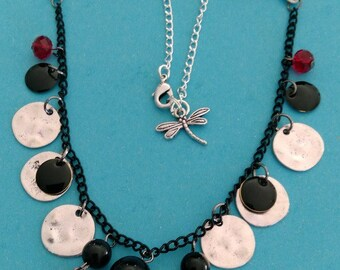 Necklace multi-faceted tricolor
