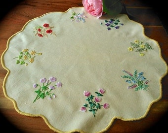 Hand Embroidered Vintage  'Minature Florals' Linen Table Mat