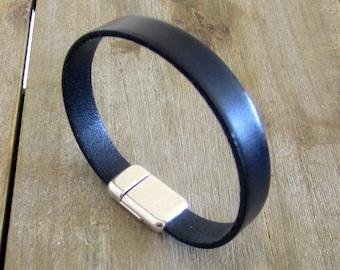 Mens black leather bracelet. Plate 10MM magnetic silver clasp