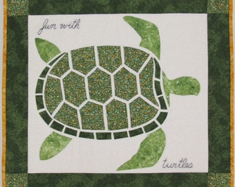 "Fun with turtles mosaic quilt wall hanging - Tenture Patchwork ""Je m'amuse avec des tortues"""