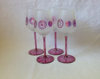 Ring-patterned white wine glasses (set of four)