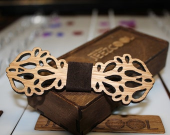 Oak wooden bow tie