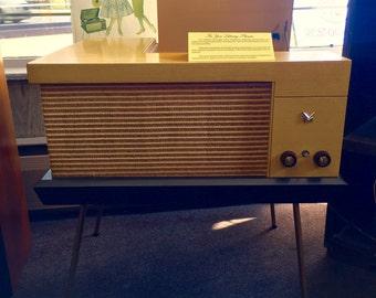 VM 560 Phonograph