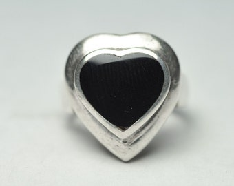 T08A09 Modernist Style Vintage Black Onyx Heart 925 Sterling Silver Ring Size 4.75