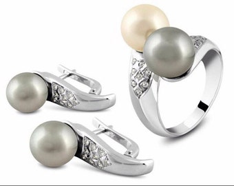 14 k Gold 2 pearls in the ring and one in each ring set