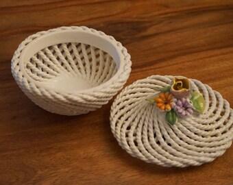 Box jewelry ceramic flowers