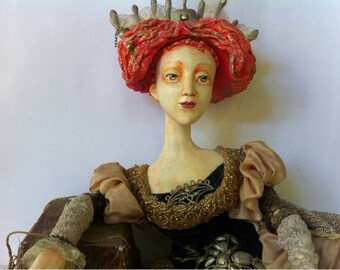 "Doll ""Queen Elisabeth"""