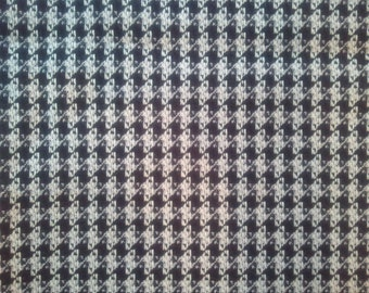 Houndstooth-style Woven Fabric