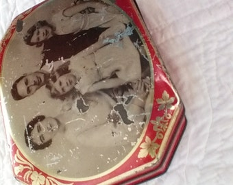 Royal Family 1930s tin litho candy tin