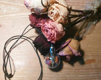 Necklace, glass flask with/Necklace flowers with flowers