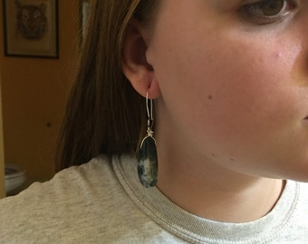 Lightweight stone drop earrings
