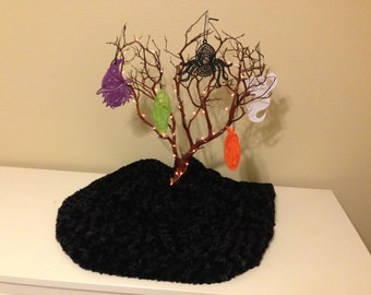 Halloween - 5 Lace Ornaments with 2' Tree and Lights