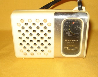 Vintage Sanyo RP 1250 AM Radio Handheld Portable Battery Operated Working