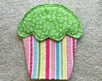 Cupcake hotpad, cupcake trivet, wall hanging, cupcake potholder, quilted hotpad, quilted potholder