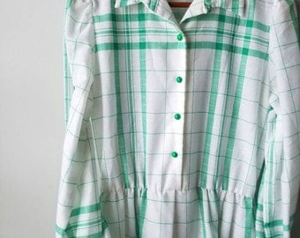 Vintage 1970s / dress / green white plaid / fall / classic / midi / cotton / green button / sz Large