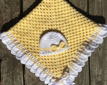 Crochet yellow and white baby blanket and hat