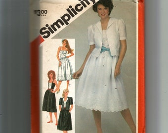 Simplicity Misses' Fitted Sundress and Unlined Jacket Pattern 5892