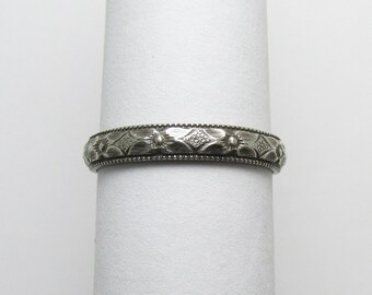 Daisy Flower Ring Milgrain Engraved floral pattern Stackable Sterling Silver Ring sz 5 1/4 Oxidized Black