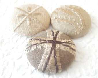 Beige embroidered buttons, 1.5 inches, size 60 inches