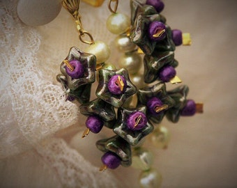 Earrings 'DEADLY NIGHTSHADE' Green freshwater pearls and picasso glass blossoms, Rockabilly, Mori Girl, Punk, Goth