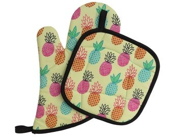 Pineapple Oven Mitt and Pot Holder Set