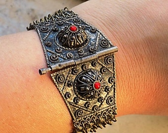 FREE SHIPPING Vintage Tribal India Boho Silver with Red Accent Mesh Chain  Bracelet