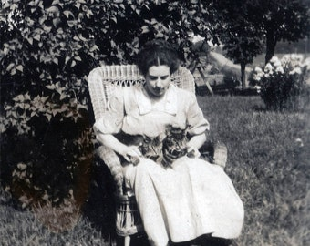vintage photo Young Lady in Wicker Chair holding Two Mancoon Cats in her Lap