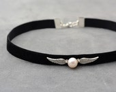 Harry Potter jewelry, Black Velvet Choker with natural pearl, Black Choker, Snitch necklace, Gift idea for teenagers, Chocker necklace