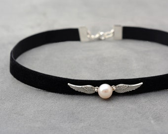 Harry Potter jewelry, Black Velvet Choker with white pearl, Black Choker, Snitch necklace, Gift idea for teenagers, Chocker necklace