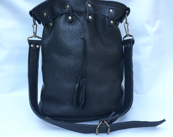 Large leather bucket bag No. 013 in black buffalo hide