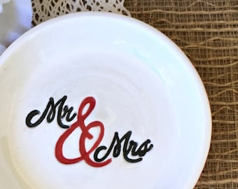 Mr and Mrs Ring Dish, Ceramic Wedding Ring Dish, Just Married, Gift For Wedding Couple, Wedding Ring Bowl, Ready to Ship