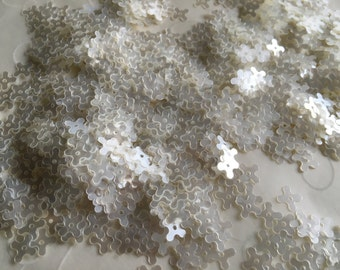 New Item -- 7 g of 7 mm 4 Petals Flower Sequins in Satin Vanilla Pearl Color