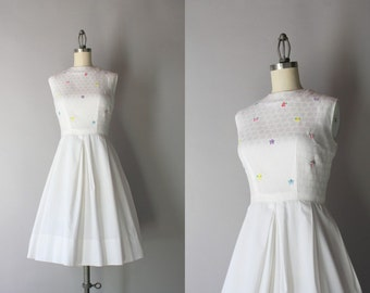 1960s Dress / Vintage 60s Crisp White Cotton Dress / Early Sixties Embroidered Pleated Dress