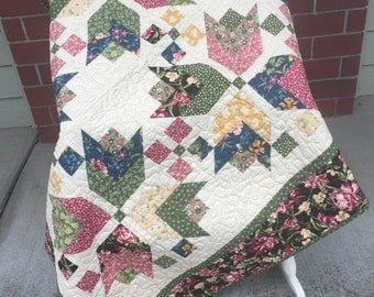 Tulip Patchwork Quilt -  Block Party 52x70 inches