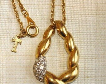 vintage Trifari twisted gold metal and faux diamond pendant necklace