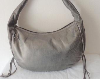 Cheraz USA thick  genuine leather large size  hobo, satchel shoulder bag, tote ,city bag, work bag , wide strap vintage 90s excellent