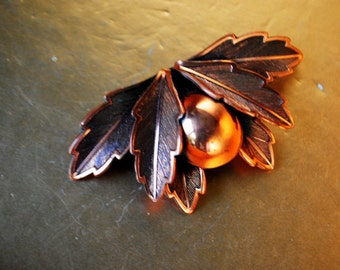Fall fashion vintage 50s copper brooch with oak leaves and  acorn as a centerpice. Made by Bell Copper.