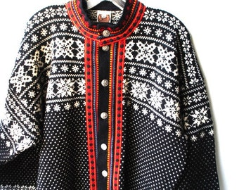 Luxurious  vintage 90s black wool, hand knit sweater-cardigan with a snowflacks and multicolor trim. Made  By Selbu in Norway. Size M-L.