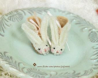 jiajiadoll- Pink Bunny Wonderland Handmade- White Bunny Hand Knited boots shoes fits momoko- blythe -Misaki- Unoa light- Lati yellow