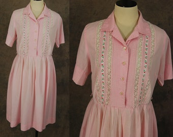 Clearance SALE vintage 50s Dress - 1950s Pink Pintucks and Lace Front Shirt Dress Sz L