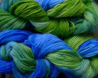 Pure wool yarn Iceland bulky weight, hand dyed blue and green