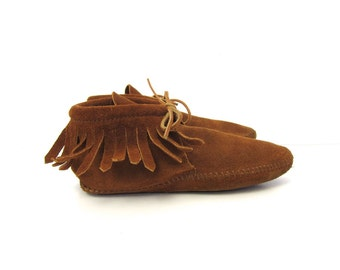 Vintage Leather Moccasins MinnieTonka Brown Suede Fringed Booties Boho Southwestern Ankle Boots Slip On Lace Up Slippers Womens 9.5