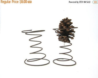 Two 2 old rusty vintage metal Bed Springs rusty Rustic Farm decor Primitive Industrial Cottage Chic Home Decor metal Wire hanger