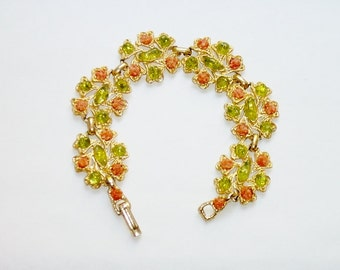 """Vintage Flower Link Bracelet 7 1/2"""" - Coral Peach Color Chips and Peridot Green Color Irregular Lucite Stone Beads"""