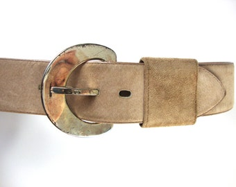 wide beige 90s belt / big silver buckle / small